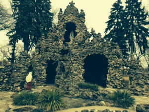 Isn't this a good replica of the Grotto of Our Lady of Lourdes?