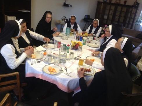 En el comedor con las Hermanas