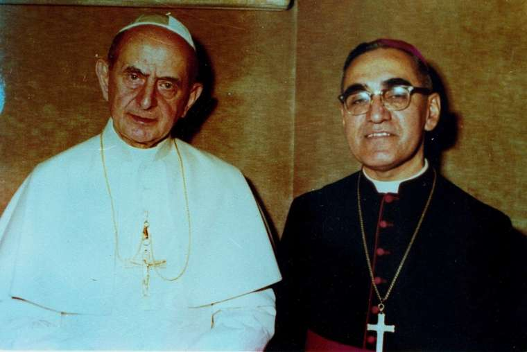 11 Pope_Paul_VI_and_Archbishop_Oscar_Romero_pose_together_in_an_undated_file_photo_Photo_courtesy_of_Oficina_de_Canonizacion_de_Mons_Oscar_Romero_CNA