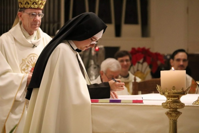 Sr. Viviana signing her vows